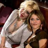 """Por esa razón, el nuevo documental del artista, """"Cobain: Montage of Heck"""", muestra aspectos desconocidos de la vida del cantante. Este fue aprobado por Courtney Love y también producido por Frances Bean, su hija. Foto:Getty Images"""