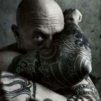 Trabaja en el cine XXX y es un ícono LGBT Foto:Vía https://www.facebook.com/officialbuckangel