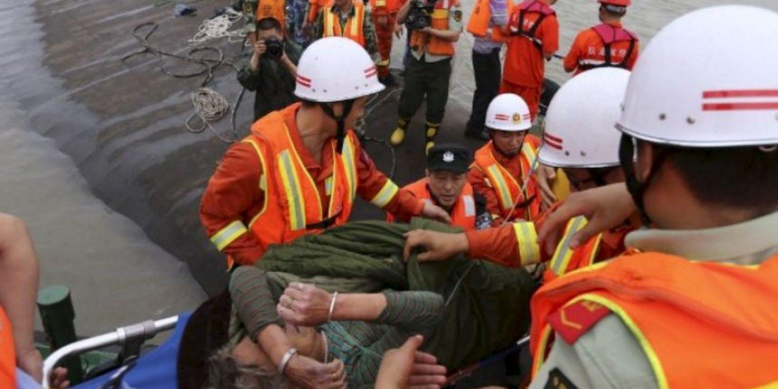 Recuperan casi 400 cuerpos del naufragio en China. Foto:AFP