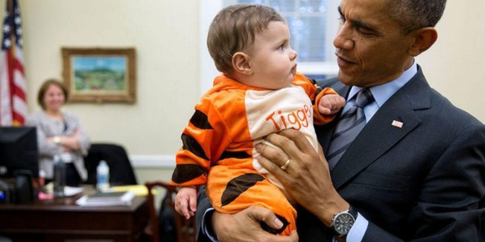 Al parecer el presidente disfruta de cargar a los pequeños. Foto:Vía whitehouse.gov/photos