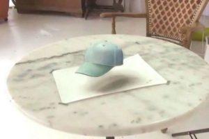 La gorra que flota Foto:Vía Youtube/ PortraitPainter Pabst