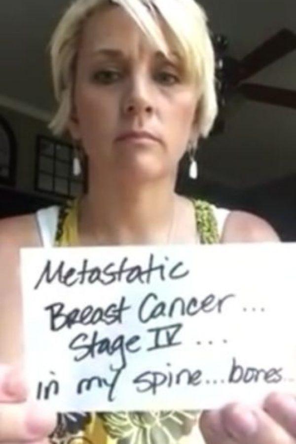A los 39 años fue diagnosticada con cáncer de mama en etapa 3. Luego de un año pensó que su batalla había terminado.. Foto:Vía Youtube / Holley Kitchen