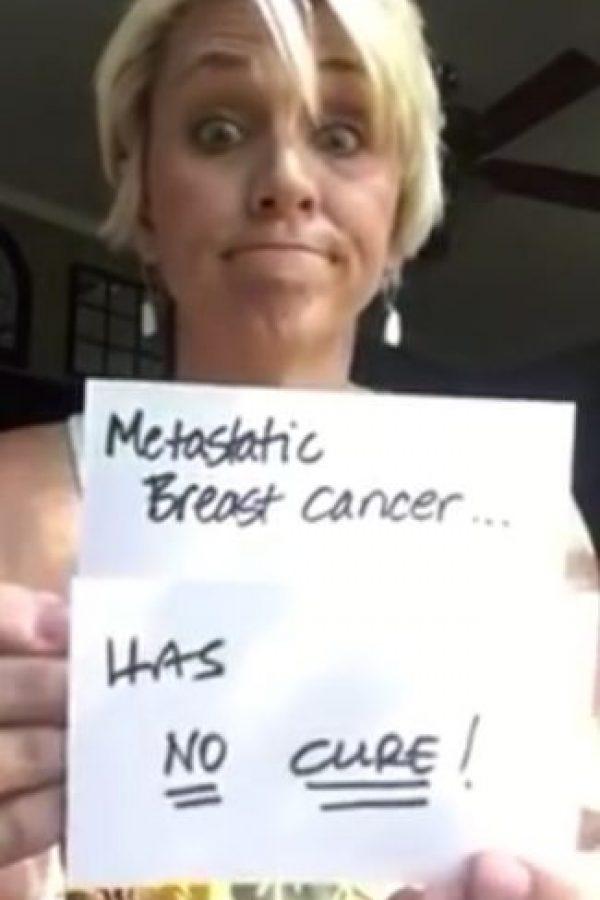 Hasta que después fue diagnosticada con metástasis -propagación del cáncer en otra u otras partes del cuerpo- etapa 4 en la espina dorsal -huesos- Foto:Vía Youtube / Holley Kitchen