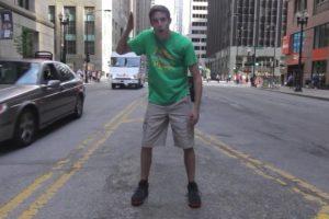 Bray quería aprender a bailar y lo está logrando. Foto:Vía Youtube/ProjectOneLife