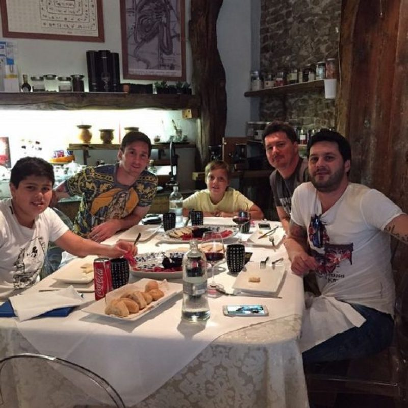 Aquí aparece con sus hermanos y sus sobrinos. Foto:Vía instagram.com/leomessi