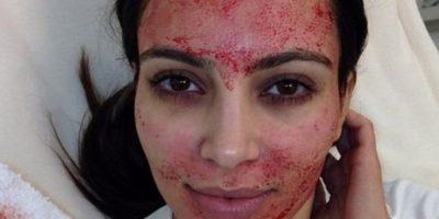 6. Usar sangre en la cara y ponerla en Instagram. Foto:vía Instagram/Kim Kardashian