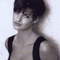 Es camaleónica: se destaca por cambiar de peinado y arriesgarse con todos los looks. Foto:vía Vogue