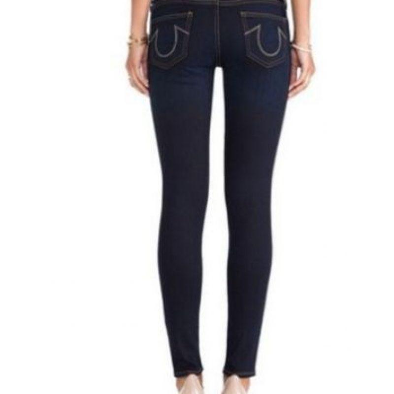 La mujer mencionó sentir sus pantalones cada vez más apretados y los pies dormidos al caminar rumbo a su casa, esto provocó que se cayera. Foto:Tumblr.com/tagged/jeans