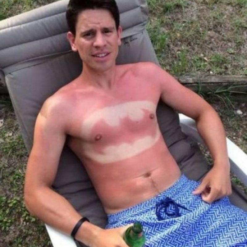 A pesar de que se sabe que la exposición a los rayos solares por más de 30 minutos sin bloqueador puede propiciar un daño grave e incluso aumentar las posibilidades de cáncer de piel. Foto:Vía Twitter