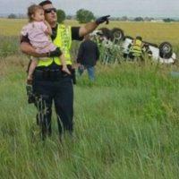 3. Policía distrae a niña para no ver el accidente donde murió su padre Foto:Jessica Matrious/Facebook