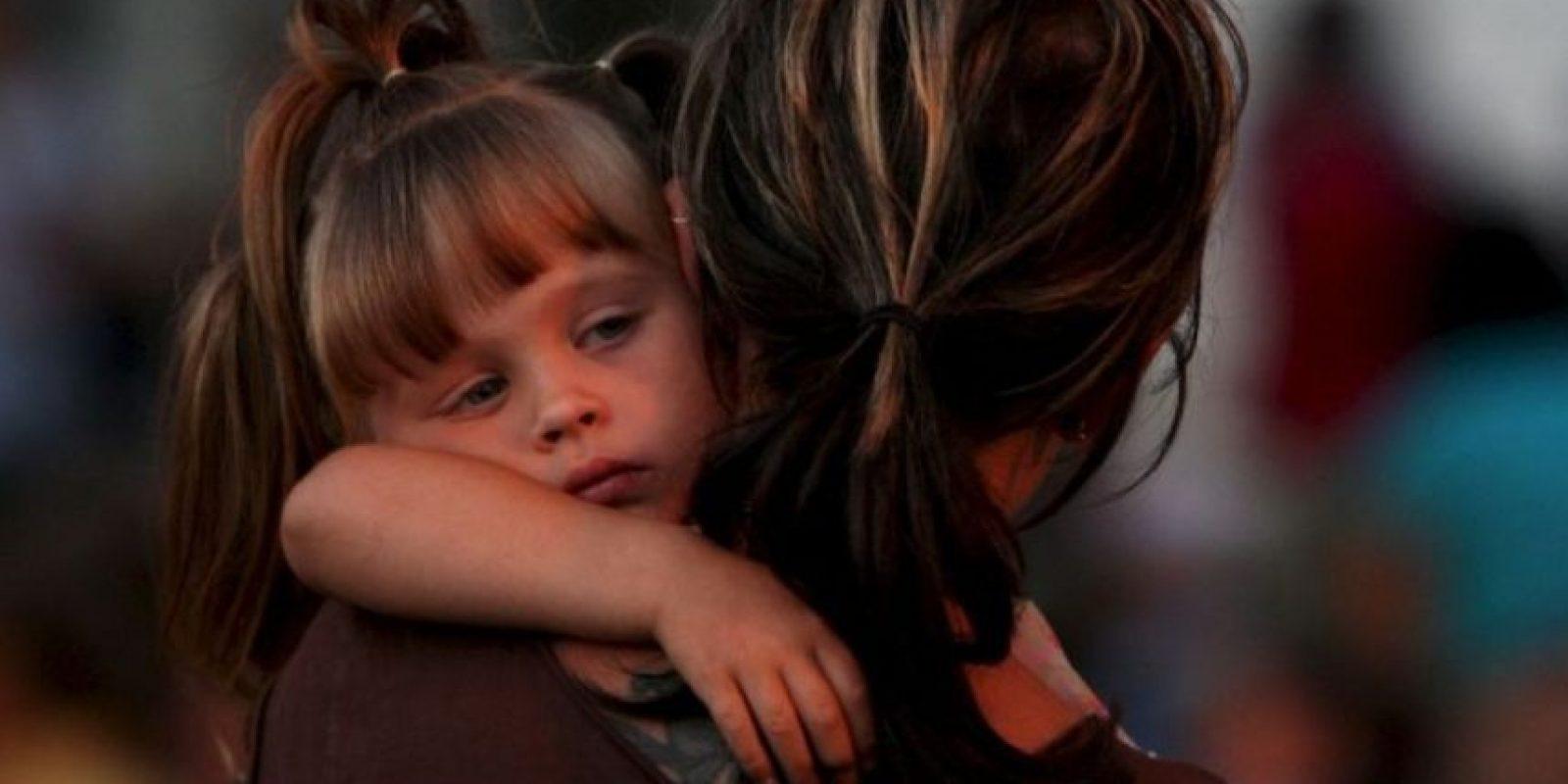 """En el emotivo momento, el agente le cantó la canción """"Twinkle Twinkle Little Star"""" para tranquilizarla. Foto:Getty Images"""