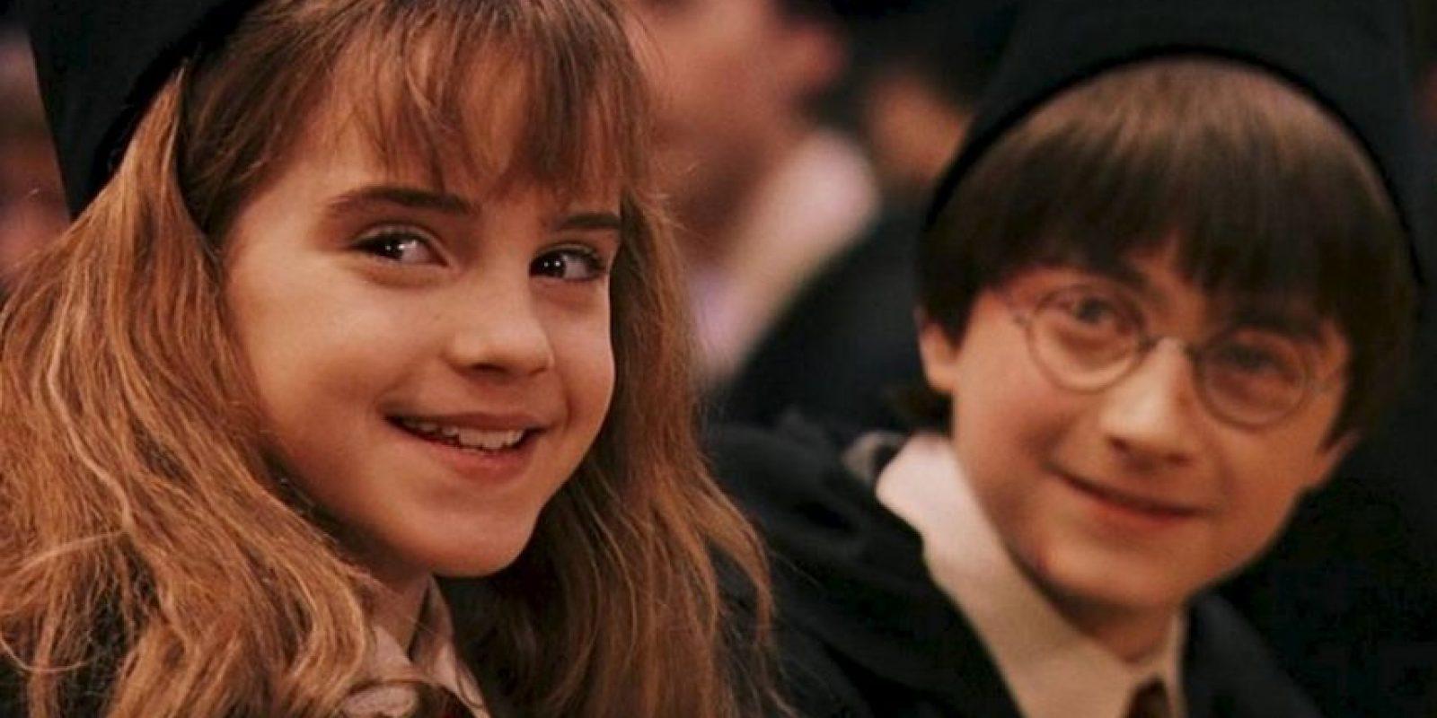 Inicialmente, Steven Spielberg iba a ser nombrado director de la película, pero se dice que no le gustó que la autora JK Rowling pidiera que todos los actores fueran Ingleses. Spielberg quería que el papel de Harry le fuera otorgado a Haley Joel Osment Foto:Warner Bros