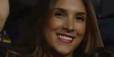 Se pudo ver en televisión cómo saludó a su marido. Foto:vía Canal Caracol