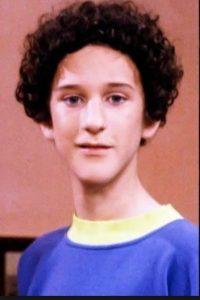 """En 1994 Dustin fue llamado para participar en otra serie titulada """"Salvador por la campana: La Nueva Clase"""" Foto:NBC"""