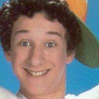"""""""Salvados por la campana"""" tuvo 86 episodios repartidos en cuatro temporadas entre 1989 y 1993. Esta serie lanzó a la fama a sus cinco jóvenes protagonistas Foto:NBC"""