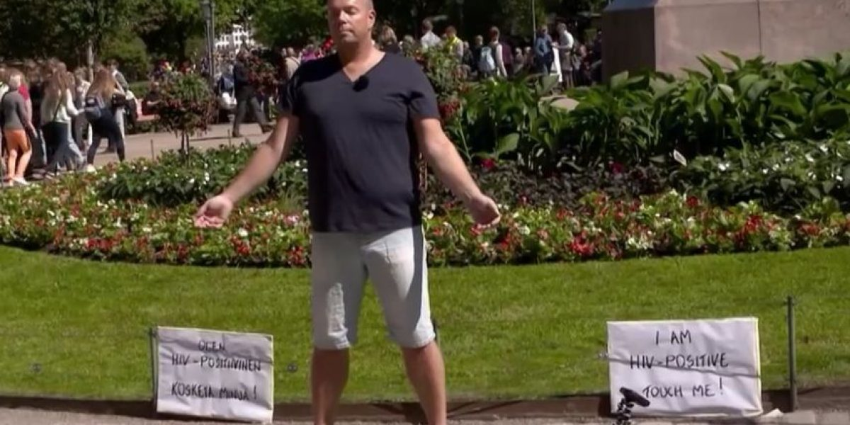 VIDEO: Esto es lo que pasa cuando un hombre con VIH positivo pide que lo toquen