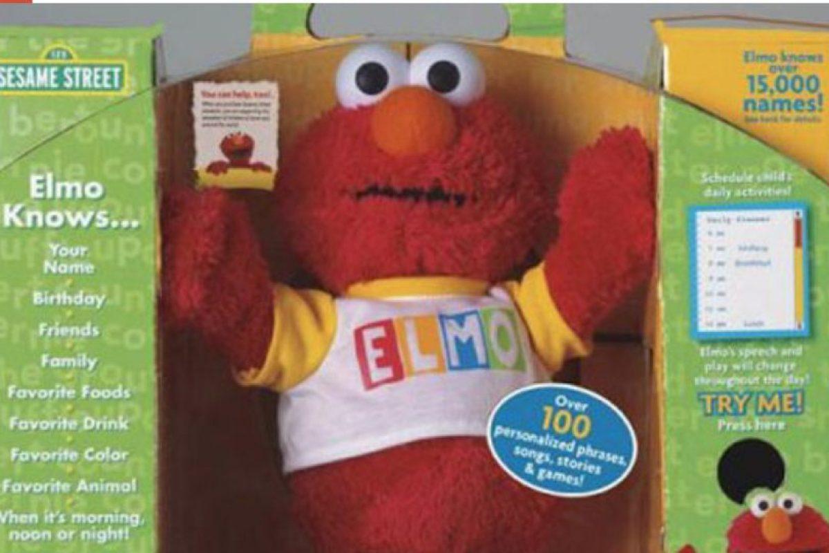 """El Elmo que tenían para su hijo de dos años tenía frases programadas, pero ese solo podía decir """"Matar"""" antes de todo. Por más que intentaron reprogramarlo, este seguía proferiendo amenazas de muerte hasta que la familia se comunicó con la compañía, que les ofreció cambiarlo por otro muñeco. No se sabe si tomaron la oferta. Foto:vía Fischer Price"""
