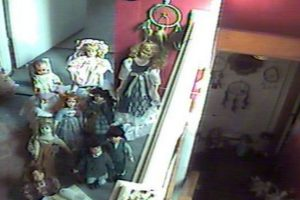 """Chrystal, True, Monica, Sharla, Isaac, Lilly, Ashley y Cameron: son varias muñecas poseídas que compró una familia de Pennsylvania sabiendo que lo estaban. Pertenecen a la organización """"Doll House Cam"""", que se dedica a recolectarlas. Foto:vía Doll House Cam"""