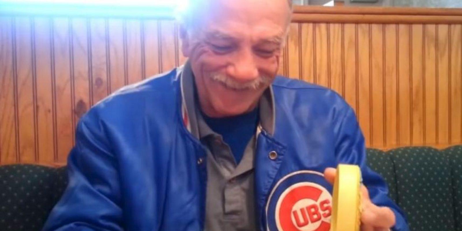 Este hombre recibió la noticia de que sería abuelo. Foto:vía Youtube