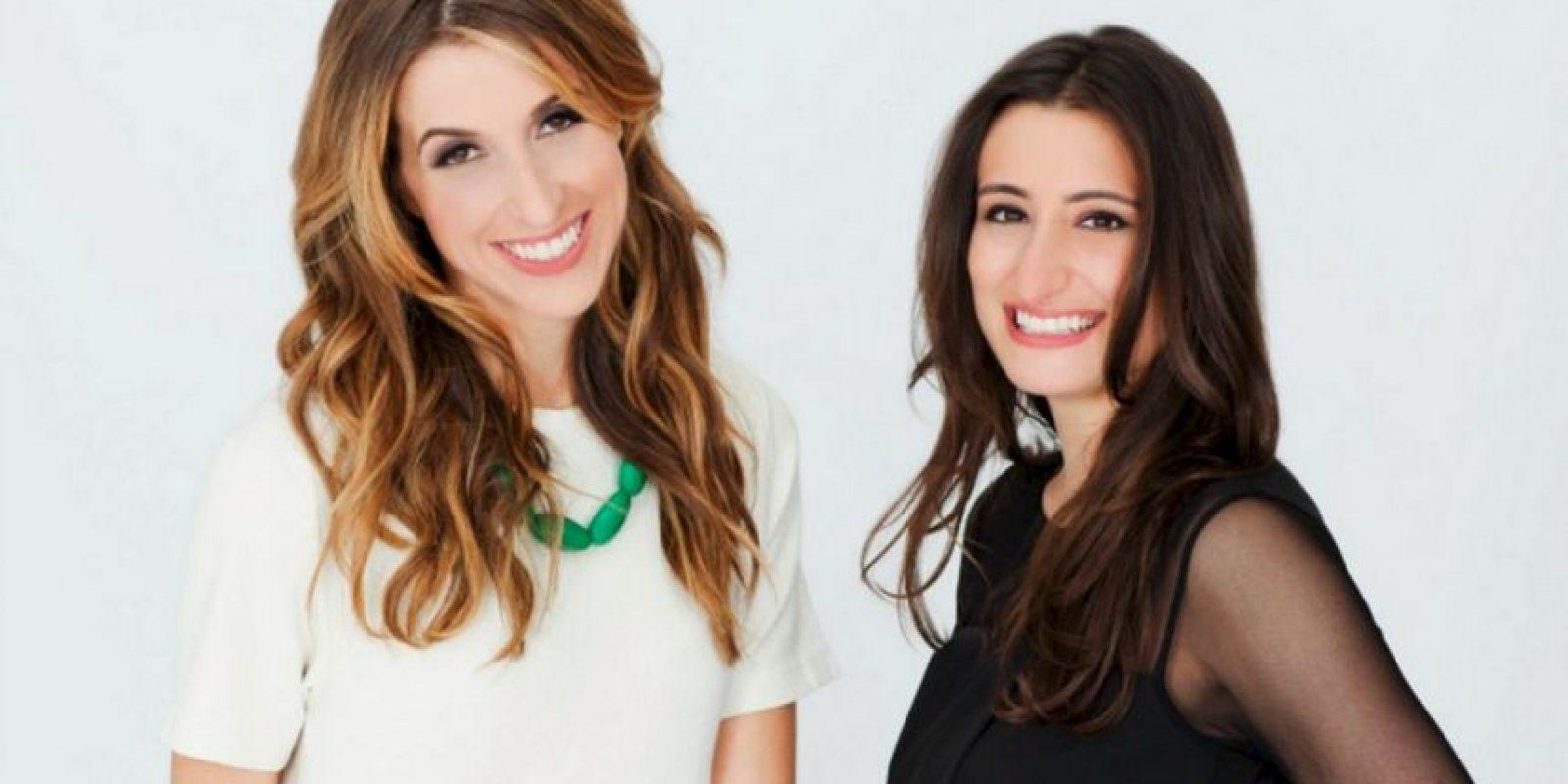Katia Beauchamp y Hayley Barna fundaron Birchbox, empresa con la que innovaron la idea de comprar cosméticos: por una cantidad de dinero, las clientas reciben varios cosméticos de muestra acordes con sus preferencias Foto:Vía mundoejecutivo.com