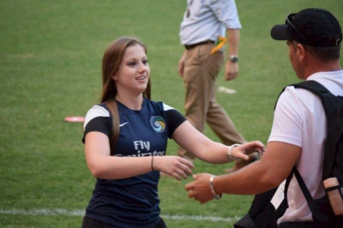Alpert llegó al club en marzo de 2015 y se convirtió en la primera mujer encargada de la preparación física de un club en esta liga. Foto:Vía twitter.com