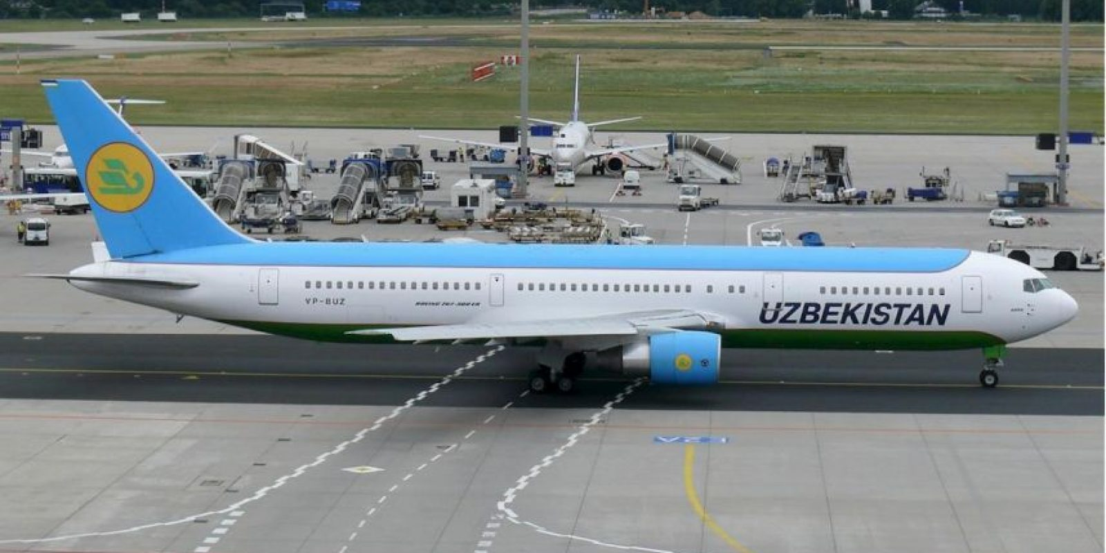 La aerolínea no ha aclarado qué medida considerara sobrepeso. Foto:Vía facebook.com/Uzbekistan-Airways