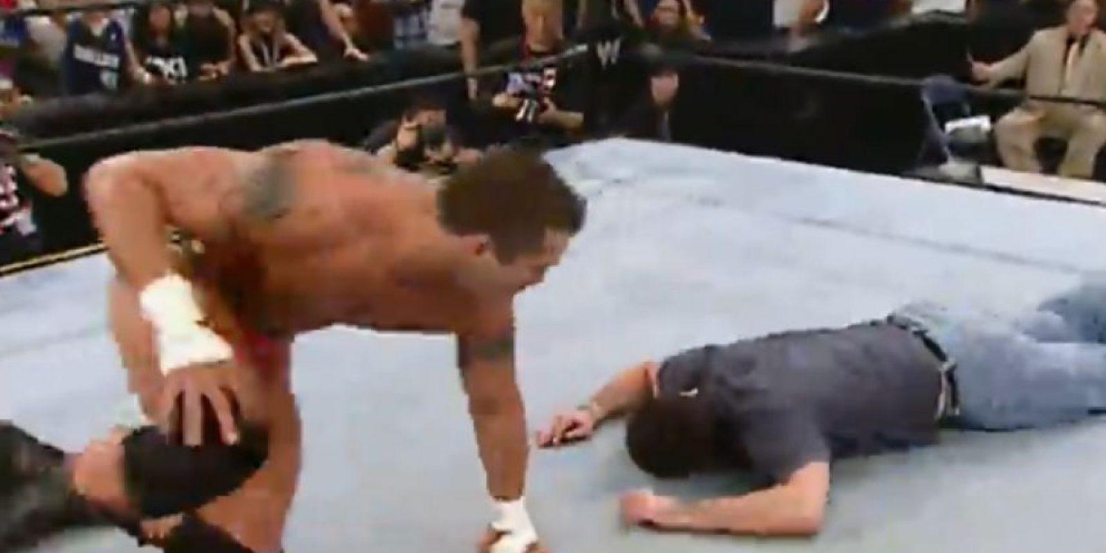 Randy Orton hizo un RKO al empresario Mark Cuban Foto:WWE