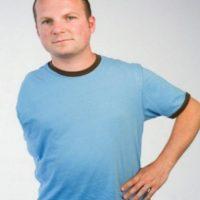 En 2008, al inglés Tom Lemm le amputaron el brazo por un tumor. Los médicos utilizaron el codo amputado para reconstruirle el hombro y que pudiera usar una prótesis Foto:Vía BBC
