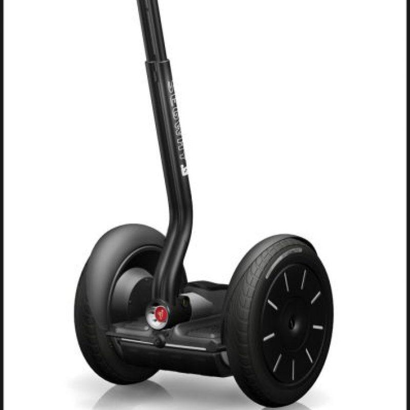 """Un artículo en """"TIME"""" de 2001 lo definió como """"reinventando la rueda"""". Sin embargo, su alto precio y su incómoda manejabilidadlo hicieron mala opción para la movilidad urbana Foto:Dean Kamen"""
