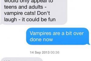 """Mamá: """"He tenido esta idea para una historia -Necesito un poco de ayuda, sólo sería de interés para los adolescentes y adultos- ¡Gatos vampiros! No te rías – debe ser divertida"""". Hijo: """"Los vampiros ya pasaron de moda"""" Mamá: """"¡Qué! ¿incluso los gatos vampiro?"""" Foto:instagram.com/crazyyourmom/"""