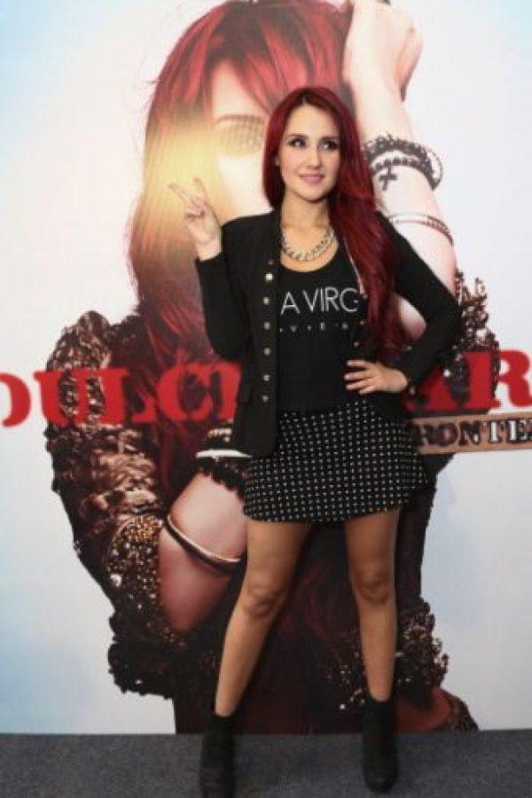 """Dulce María tratando de parecer adolescente de 17 años """"rebelde"""". Foto:vía Getty Images"""