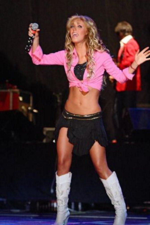Anahí, mostrando por qué la década de 2000 fue algo espantoso en la moda. Foto:vía Getty Images