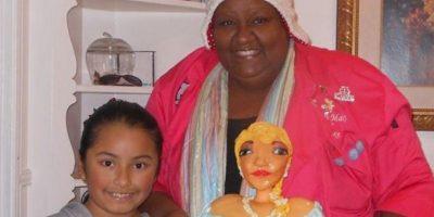 Para facilitar la tarea del repostero, los familiares de la niña enviaron la fotografía de un pastel diseñado por McGreevyCakes.com, un portal que ofrece tutoriales de decoración de este tipo de postres. Foto:vía imgur