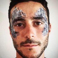 Es poeta, bailarín y conferencista. Tiene una compañía llamada Back to Earth. Foto:vía Facebook/Eli Marienthal