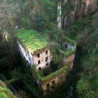 9. Castillo Sorrento. Fue construido en 1866. Sin embargo, actualmente se encuentra deshabitado. Ubicado en Sorrento en Nápoles, Italia. Foto:Duskyswondersite