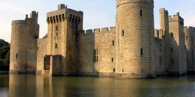 Su función era aparentar ser una defensa, pues realmente las paredes de este castillo eran muy ligeras. Foto:Wikimedia