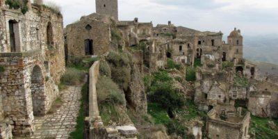 Fue abandonado debido a sus múltiples desplazamientos de tierra. Foto:Wikimedia