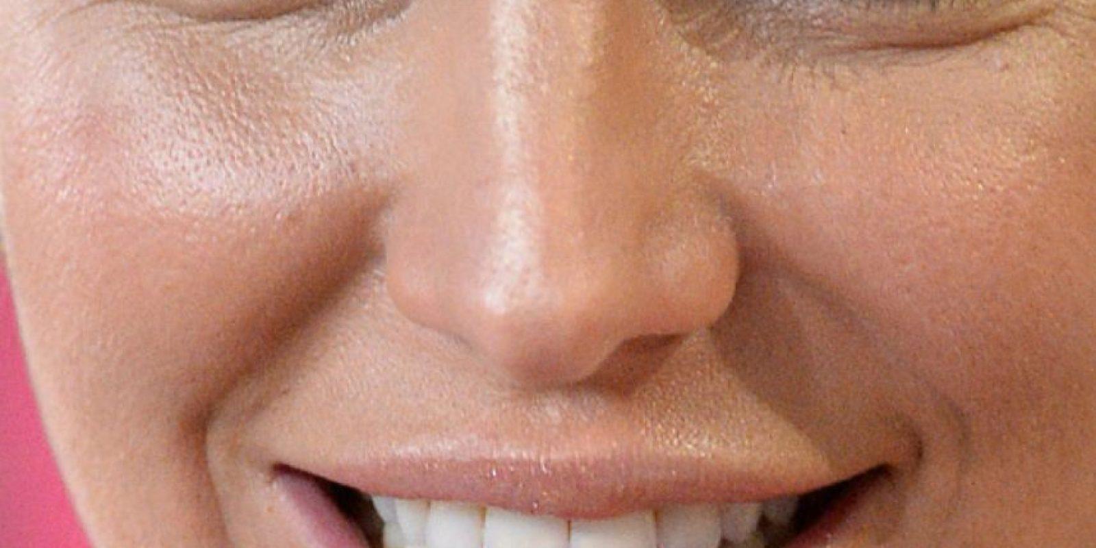 Se ven sus poros y el maquillaje traslúcido. Foto:vía Celebrity Closeup/Tumblr