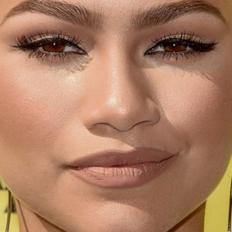 Todo el maquillaje que recubre a Zendaya. Foto:vía Celebrity Closeup/Tumblr