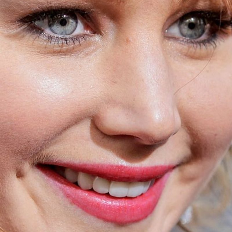 El brillo de la cara de Jennifer Lawrence. Foto: vía Celebrity Closeup/Tumblr