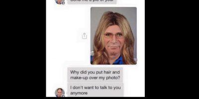 """Aquí, un hombre mayor le pide fotos """"desnuda"""" a una mujer que solo Photoshopea su cara y lo convierte en mujer. Foto:vía Instagram/byefelipe"""