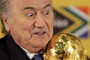Michel Platini, presidente de la UEFA, pedía la renuncia de Blatter. Ahora que es prácticamente un hecho, se espera un posicionamiento más fuerte del organismo. Foto:AP