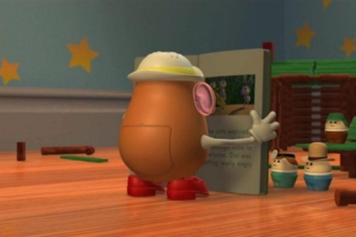 """La """"Señora Cara de Papa"""" de """"Toy Story 2"""" lee un cuento sobre los personajes de """"Bichos"""" Foto:Pixar"""