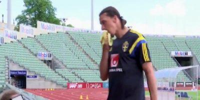 VIDEO: Zlatan le dejó cáscara de plátano a camarógrafo