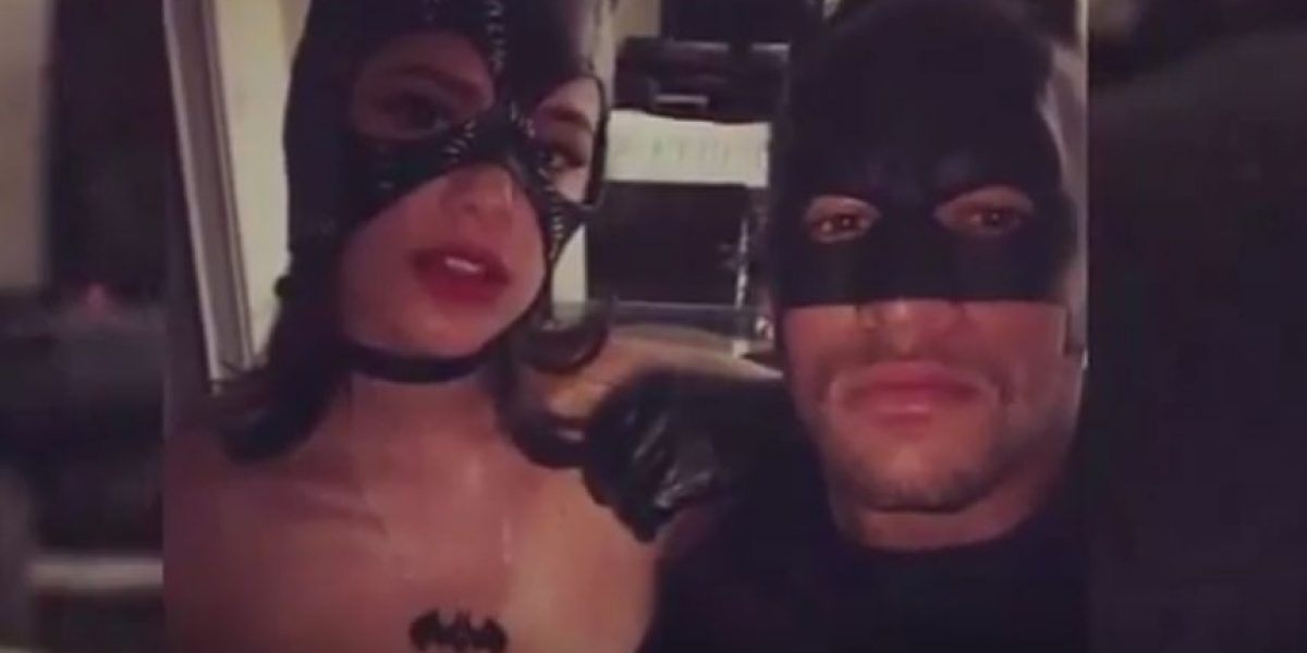 VIDEO. Graban a Neymar vestido de Batman y cantando