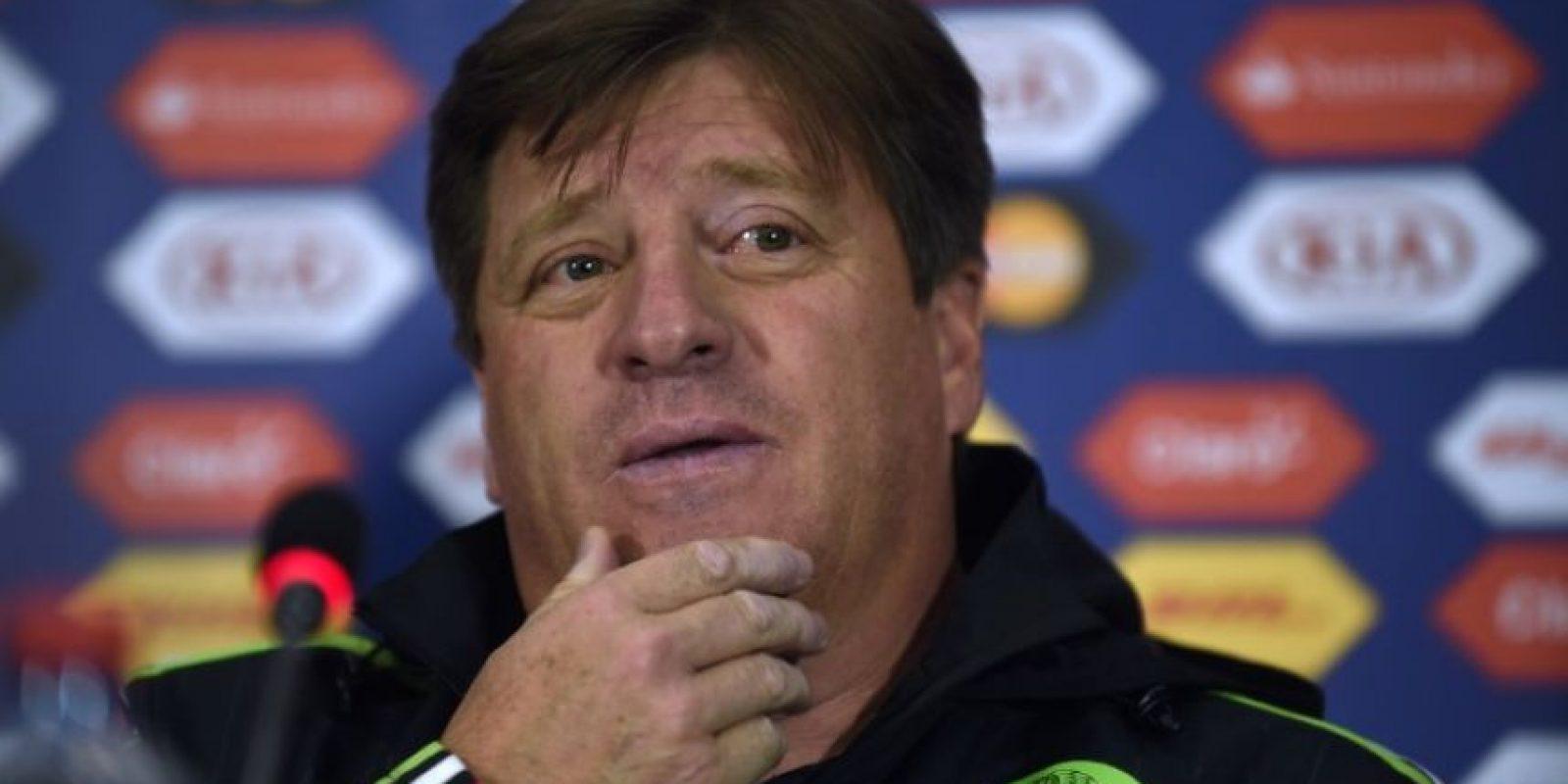 Miguel Herrera conoce que su combinado necesita los tres puntos Foto:AFP