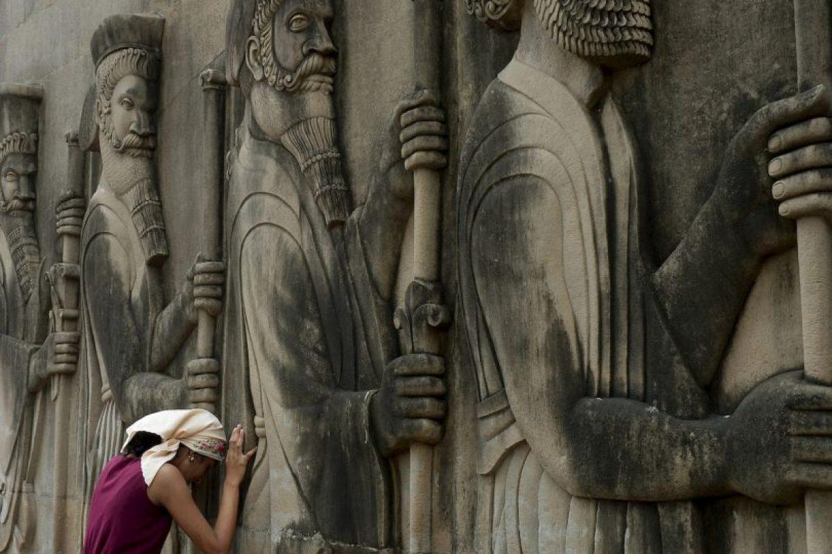 Mujer india orando. Foto:AFP