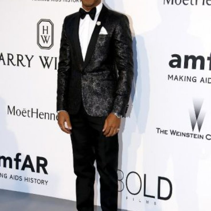 Así apareció Lewis Hamilton en la Gala El Cine contra el SIDA Foto:AFP