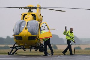 Con la compañía de ambulancias aéreas East Anglian Air Ambulances. Foto:AFP