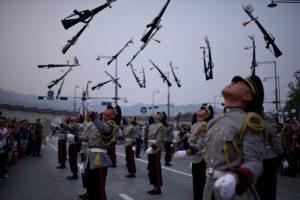 Guardias en desfile de Seúl. Foto:AFP